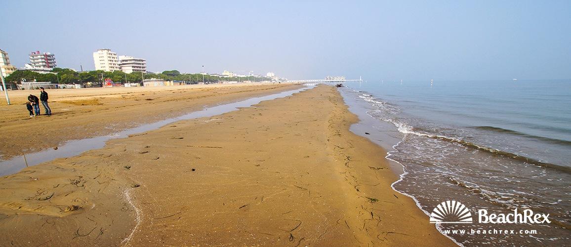 Italy - FriuliVenezia Giulia -  Lignano Sabbiadoro - Beach Sabbiadoro