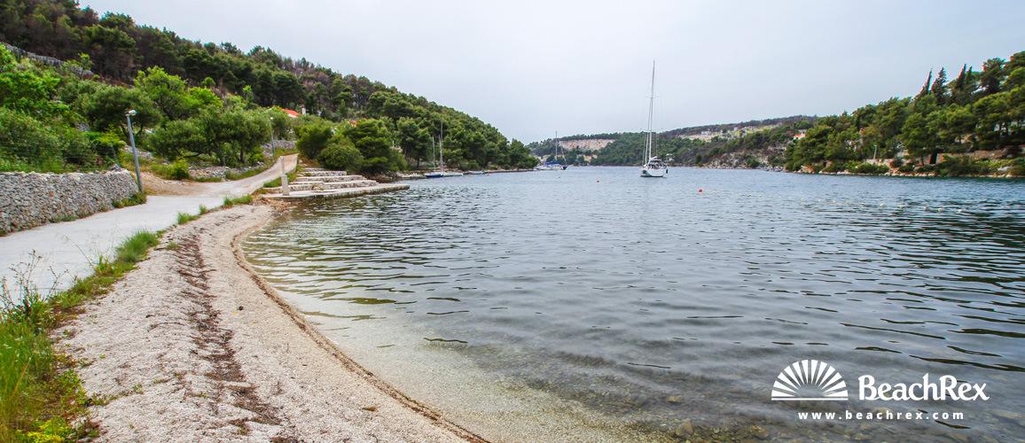 Hrvaška - Dalmacija  Split - Otok Brač -  Bobovišća - Plaža Bobovišća