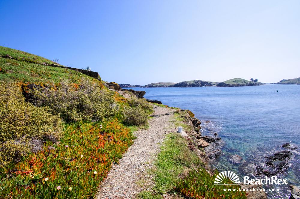 Spain - Comarques gironines -  Cadaqués - Beach Guineu