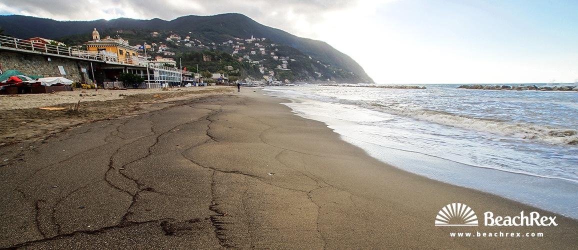 Italy - Liguria -  Moneglia - Beach Moneglia