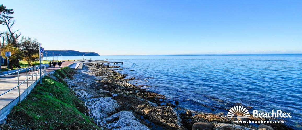 Slovenia - Obalno kraška -  Izola - Beach Svetilnik