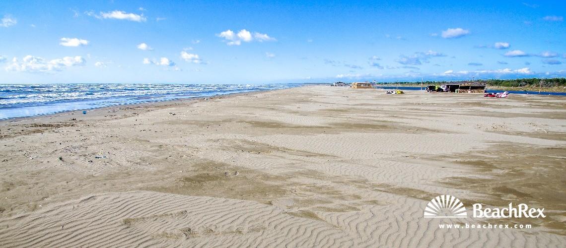 Albania - Fier -  Darëzezë e Re - Plazhi Darëzezë e Re