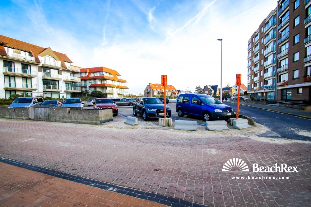 Belgium - WestVlaanderen -  Koksijde - Strand Lejeunelaan